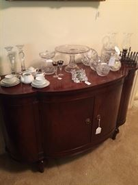 Curved front server; assorted glassware & rose bowls
