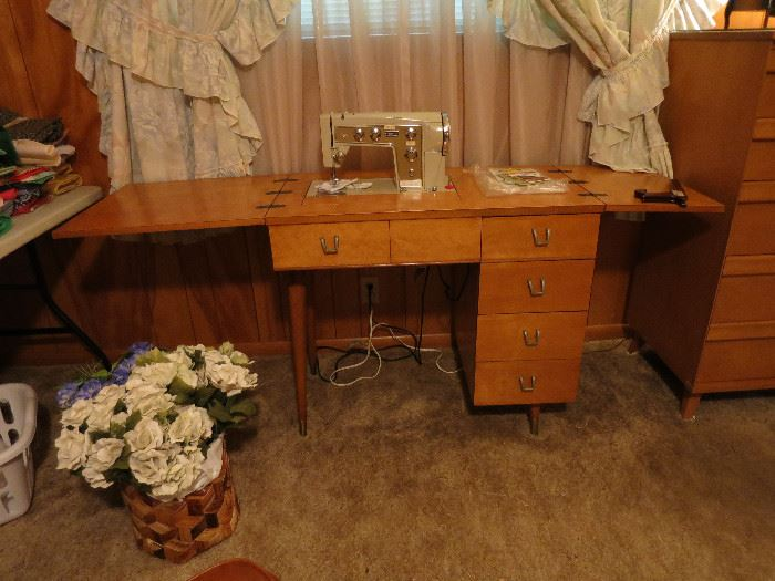 Mid Century Modern, Kenmore 90 Automatic Zig Zag Sewing Machine