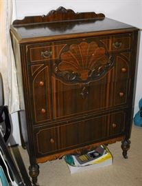 4 Drawer Deco Style Dresser