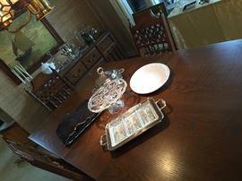 Table in pristine condition