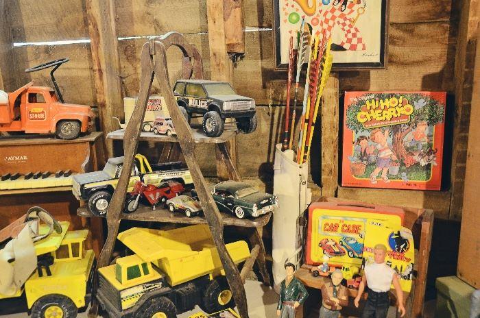 Childrens' Piano, Metal Toy Trucks, Arrow Bag