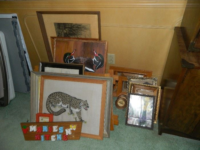 Miscellaneous pictures and decor