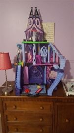 better view of the piece of furniture piece with the drawers and cabinet and of course the monster high piece!!!