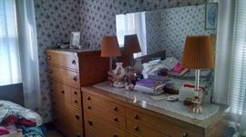 50S MID-CENTURY MODERN BLONDE-WOOD BEDROOM SET.....by HARMONY HOUSE..GREAT CONDITION !!
