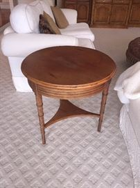 LANE ROUND SIDE TABLE WITH DRAWER