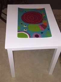 SMALL KIDS WHITE TABLE
