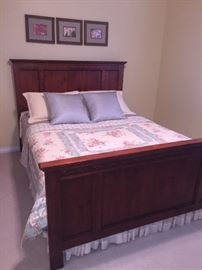 TRADITIONAL SOLID OAK QUEEN SIZE BED AND MATTRESS