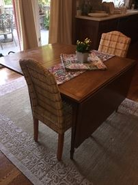 SOLID WOOD DINING ROOM TABLE WITH 2 LEAFS AND FOLDING SIDES
