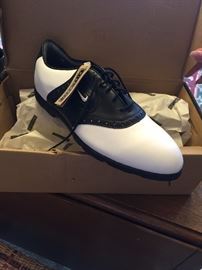 BRAND NEW MENS NIKE GOLF SHOES SIZE 10