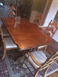 LIGHT OAK LONG DINING ROOM TABLE WITH 6 CHAIRS AND EXTRA LEAF