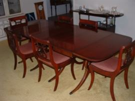 dining room table with 6 chairs and 2 leaves - 2 more leaves available