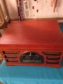 Crosley stereo with turntable.