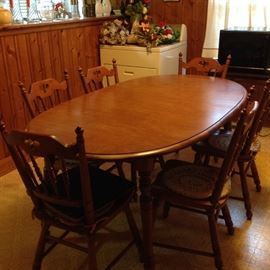 Nice Tell City Maple Table with 6 Chairs
