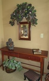 SOFA TABLE / PICTURES / FOOTSTOOL / GREENS