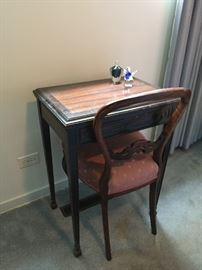 Small Table/Writing desk