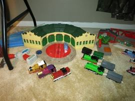 Thomas & Friends 5 Door Roundhouse, Remote Control, Engines And Cars