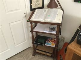 PULPIT/BOOK STAND