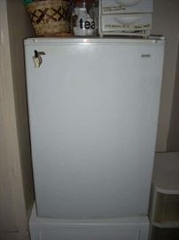 Small Refrigerator - great for juice bar, office, ....