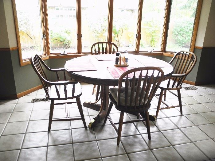 great quality kitchen table/chairs