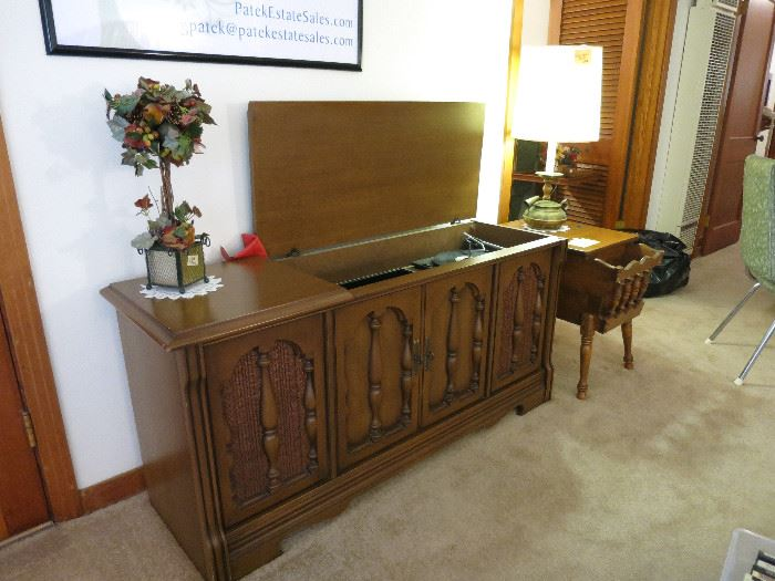 Magnavox Stereo Console