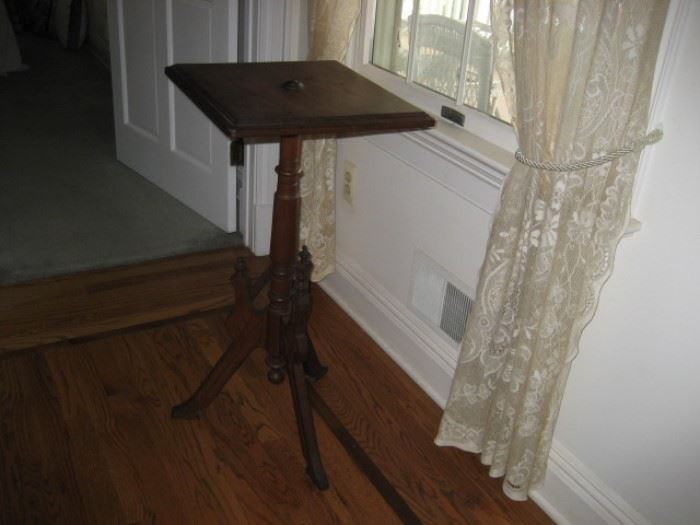 Eastlake Victorian Table/Candlestand