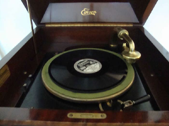 1903 Model C Edison Disc Phonograph. WORKING Victrola  Very nice Machine with Records, Instruction Book, Record List Book, Key And Record Cleaner