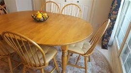 Oval Maple table with 6 chairs - $250