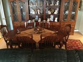 VERY NICE DINING TABLE & CHAIRS, PLUS 4 PIECE BREAKFRONT CABINET.