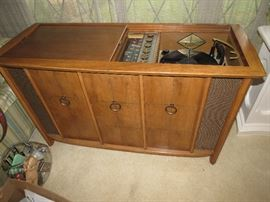 Gorgeous Am/Fm Console Stereo Phonograph
