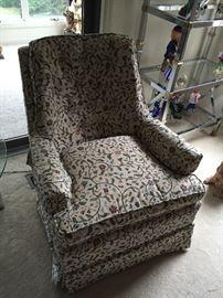 Nice sitting chair (2 of 2)