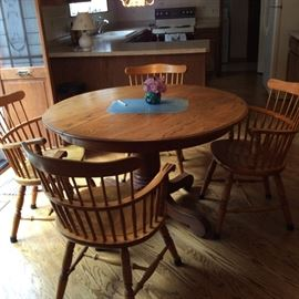 Early American dinette table solid wood. Comes with a leaf and 4 chairs