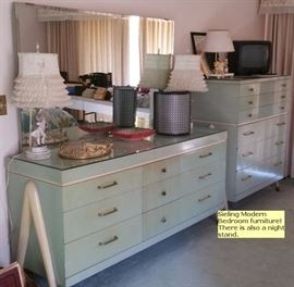 Sieling Mid-Century Modern bedroom dressers (and there is also a nightstand.