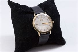 Vintage Lucien Picard 14K Cased Men's Wristwatch has a leather band and approx. 6.5 dwt with works. A classic, stylish watch that will look great on any man's wrist.