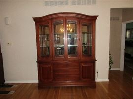 thomasville china cabinet