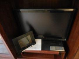 24 inch Sylvania FlatScreen Tv