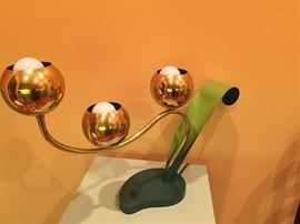 Fabulous solid brass 1940's globe lamp. Bulb lights turn on at different intervals.