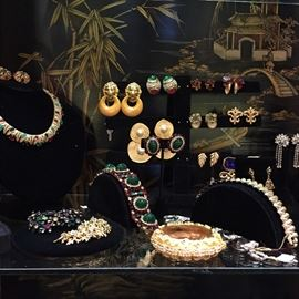 Example of the fantastic collection of vintage jewelry.