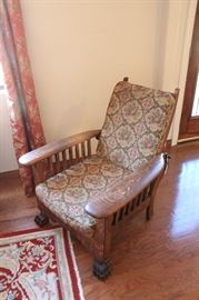 Morris Chair. American quarter-sawn oak. In very good condition.