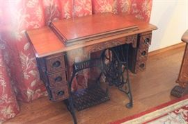 1901 Singer sewing machine and cabinet