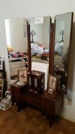 Salesman's sample dressing table