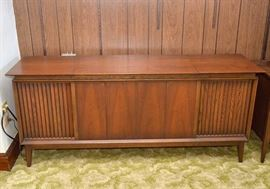 Midcentury Modern Cabinet Stereo / Turntable