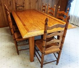 Custom-Made Oak Dining Room Table with 8 Matching Chairs in Excellent Condition