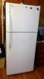 Kenmore Refrigerator/Freezer Model 253.6419240N