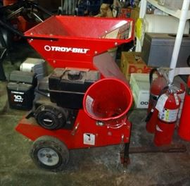 Troy-Bilt 10hp Chipper/Shredder With Briggs and Stratton OHV Engine With Lawn Tractor Hitch
