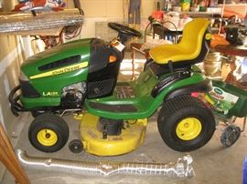 John Deere riding mower - works all the way