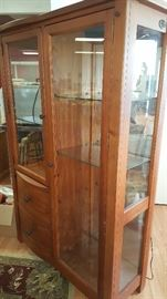 Broyhill lighted mirrored curio cabinet