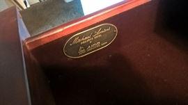 MICHAEL AMINI DESIGNER 5 PIECE BEDROOM SUITE - QUEEN SIZE BED; 2 NIGHTSTANDS; DRESSER WITH CURIO AND WINDOW SEAT.