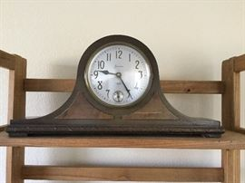 Antique mantle clock, battery operated