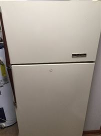 14 CF Refrigerator - No Ice maker