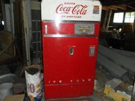 Coke Machine - Vendo 83
